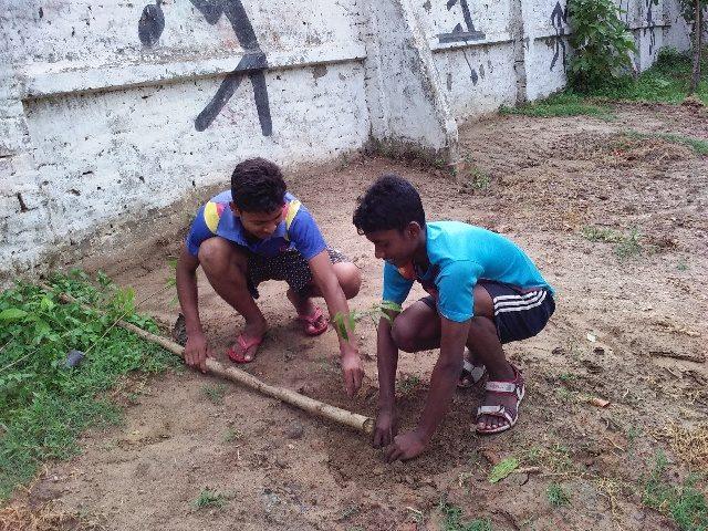 Kinderpatenschaft Azimganji Bäume pflanzen