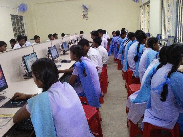 Kinderpatenschaft Azimganji Computer Klassenzimmer
