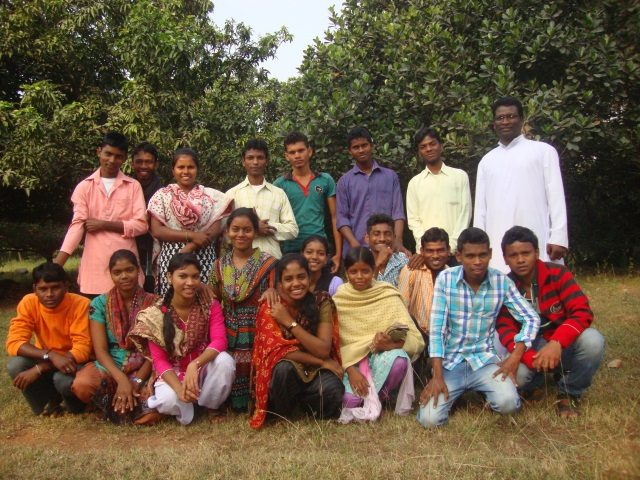 Kinderpatenschaft Boropahari Studenten