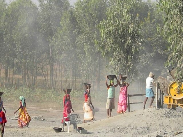Kinderpatenschaft Boropahari in den Steinbrüchen 4