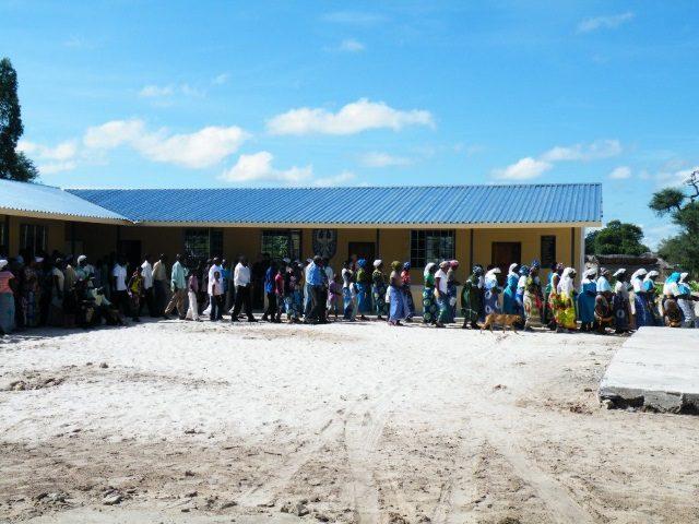 Kinderpatenschaft Bukalo Einweihung Schule