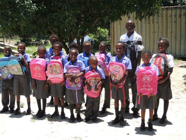 Kinderpatenschaft Bukalo neue Schultaschen 2