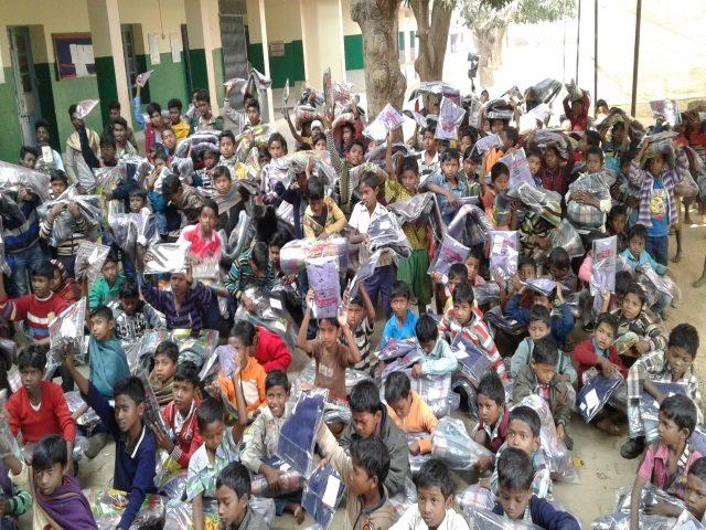 Kinderpatenschaft Joypur Verteilung Weihnachtsgeschenke