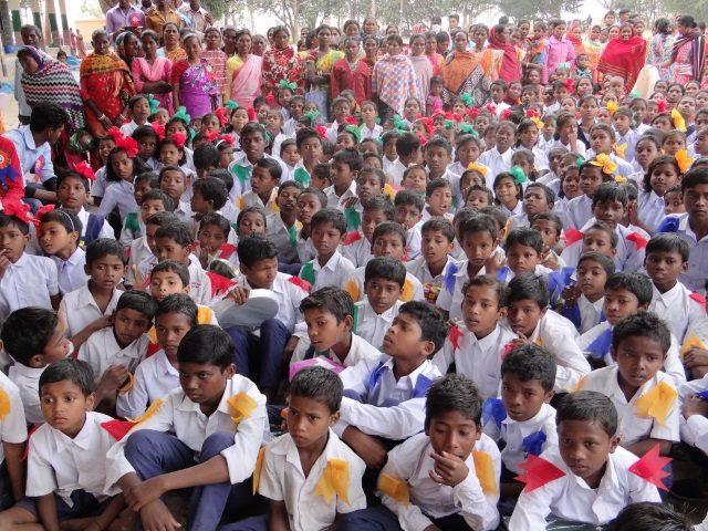 Kinderpatenschaft Joypur erwartungsfrohe Gesichter