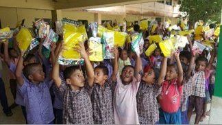 Kinderpatenschaft Joypur neue Schulsachen