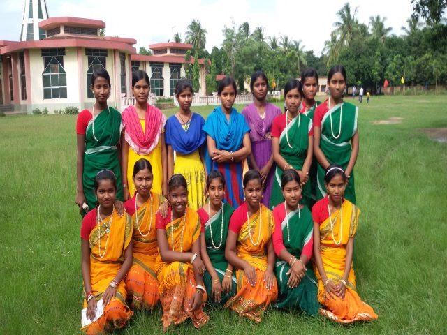 Kinderpatenschaft Joypur umgezogen für einen Tanz