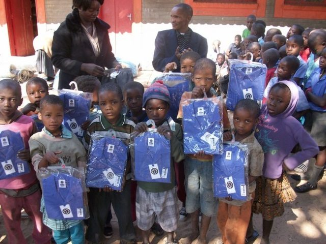 Kinderpatenschaft Kathmandu neue Schuluniformen