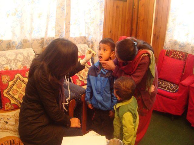 Kinderpatenschaft Sonada Zahnuntersuchung