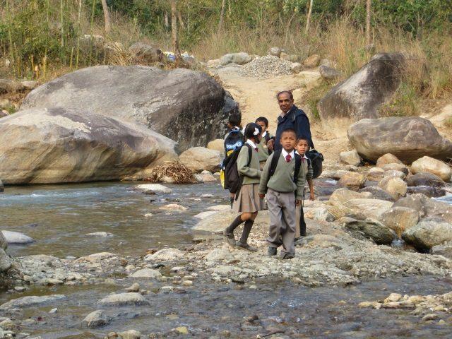 Kinderpatenschaft Sonada auf dem Weg zur Schule 1