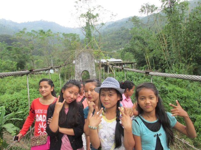 Kinderpatenschaft Sonada auf dem Weg zur Schule 2