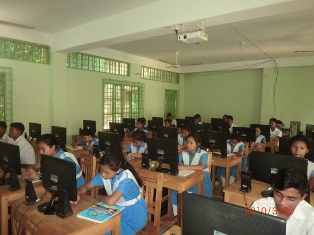 Kinderpatenschaft Utrail Computer Unterricht 1