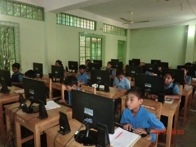 Kinderpatenschaft Utrail Computer Unterricht 2