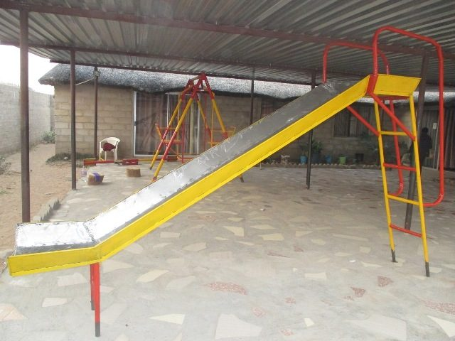 Projekt Rundu Sambyu Kindergarten Spielgeräte 1