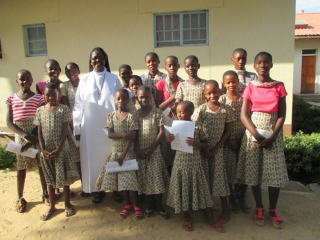 Projekt Rundu neue Schulkleidung