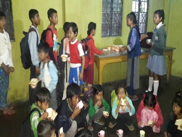 Projektpatenschaft Rachitis Shilong Verteilung Milch