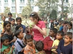 2007 Reisebericht Indien - 01 Begrüßung Kokosnuss