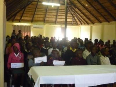 2015 Reisebericht Namibia 14 Überfüllte Halle