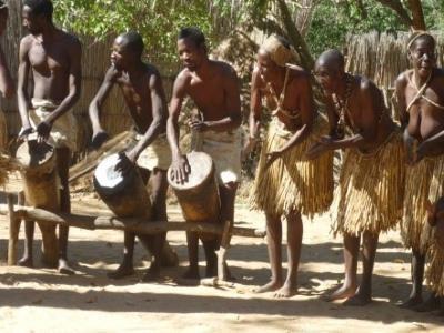 2015 Reisebericht Namibia 28 Tänze