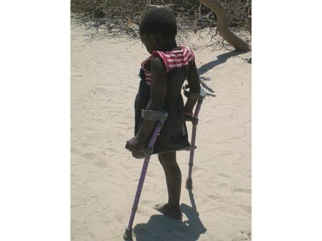2016 Namibia Hilfsprojekt Gehhilfen Rollstühle Cheshire Gehhilfen
