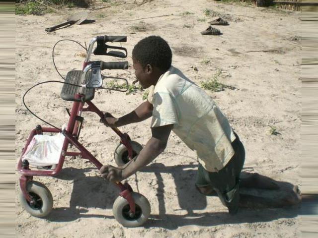 2016 Namibia Hilfsprojekt Gehhilfen Rollstühle Cheshire - Hilfsmittel