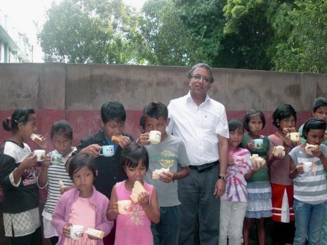 Kinderpatenschaft Mirik Essenausgabe