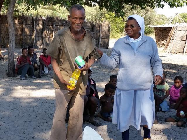 Sonderhilfe Dürrekatastrophe Namibia - Dürre Hilfe Mann